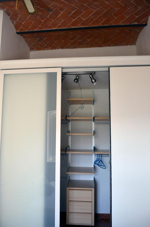 walk-in wardrobe 2.JPG