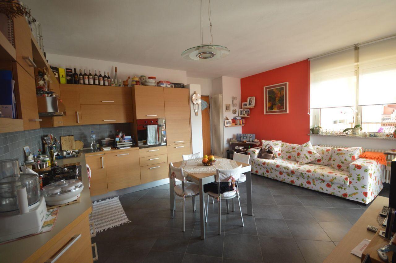 Appartamento trilocale in vendita borgomanero annunci for Negozi arredamento piemonte
