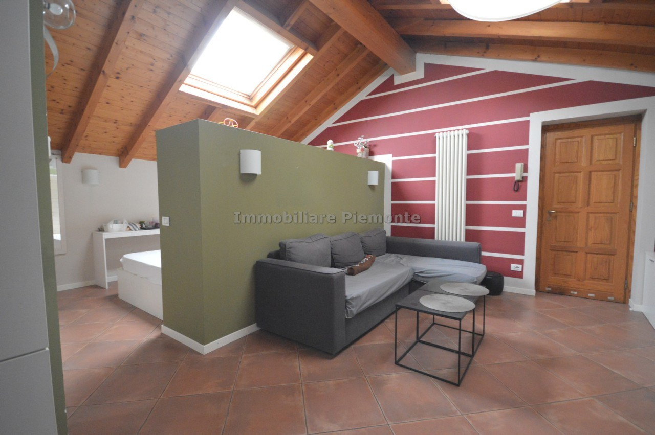 Appartamento mansarda in vendita borgomanero annunci for Negozi arredamento piemonte