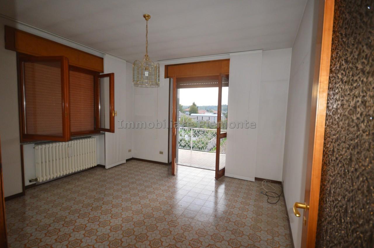Appartamento quadrilocale in affitto cureggio annunci for Negozi arredamento piemonte