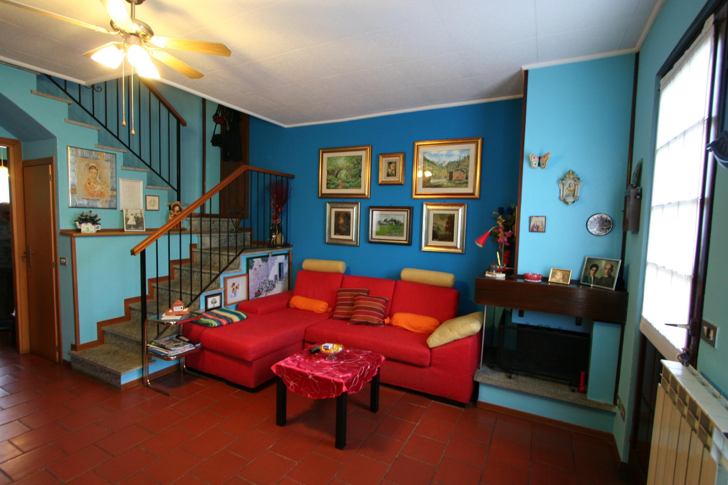 Semindipendente villa a schiera in vendita borgo ticino for Negozi arredamento piemonte