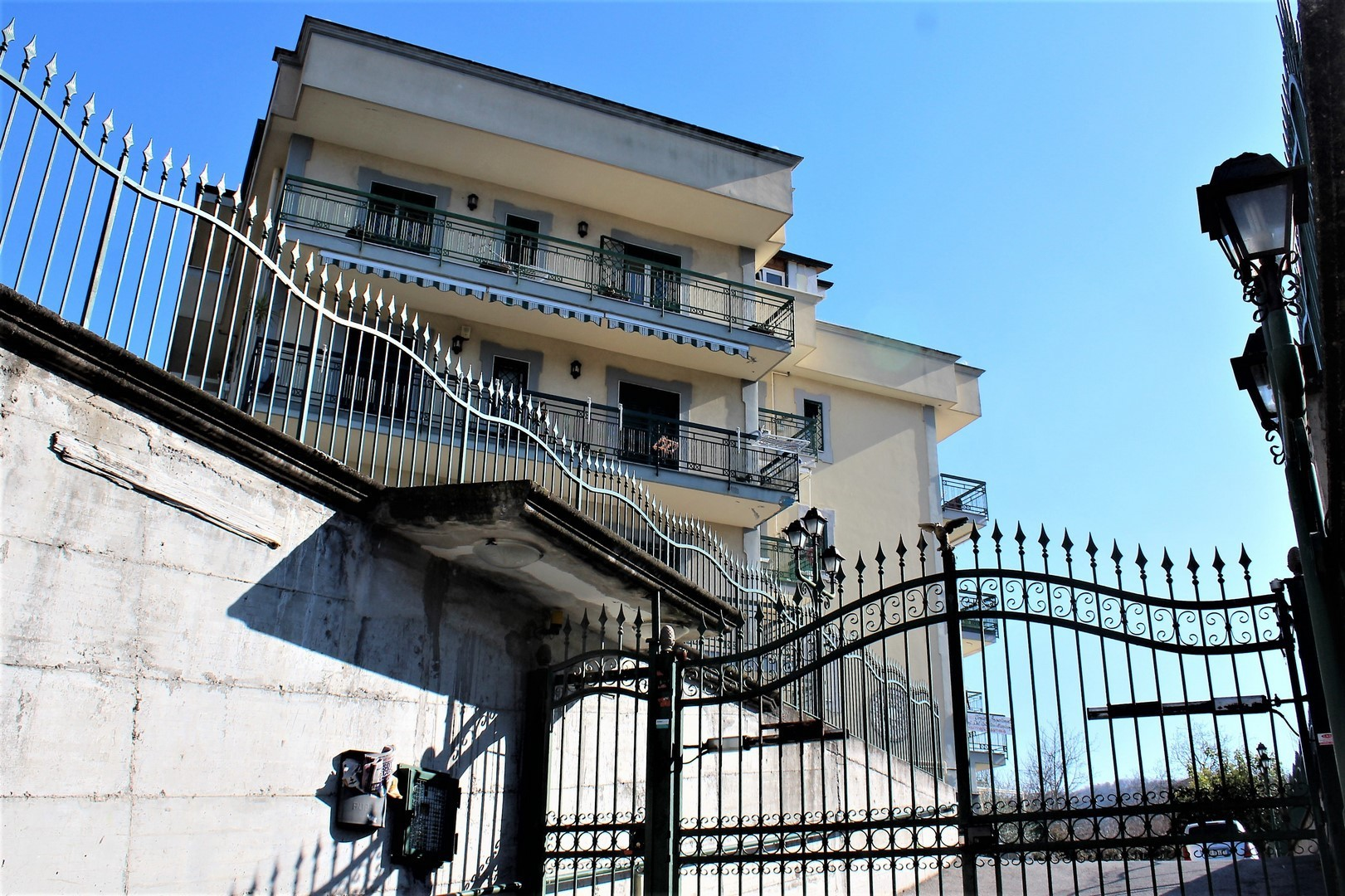 Appartamento trilocale in vendita quarto annunci vendita e for Case in vendita quarto napoli