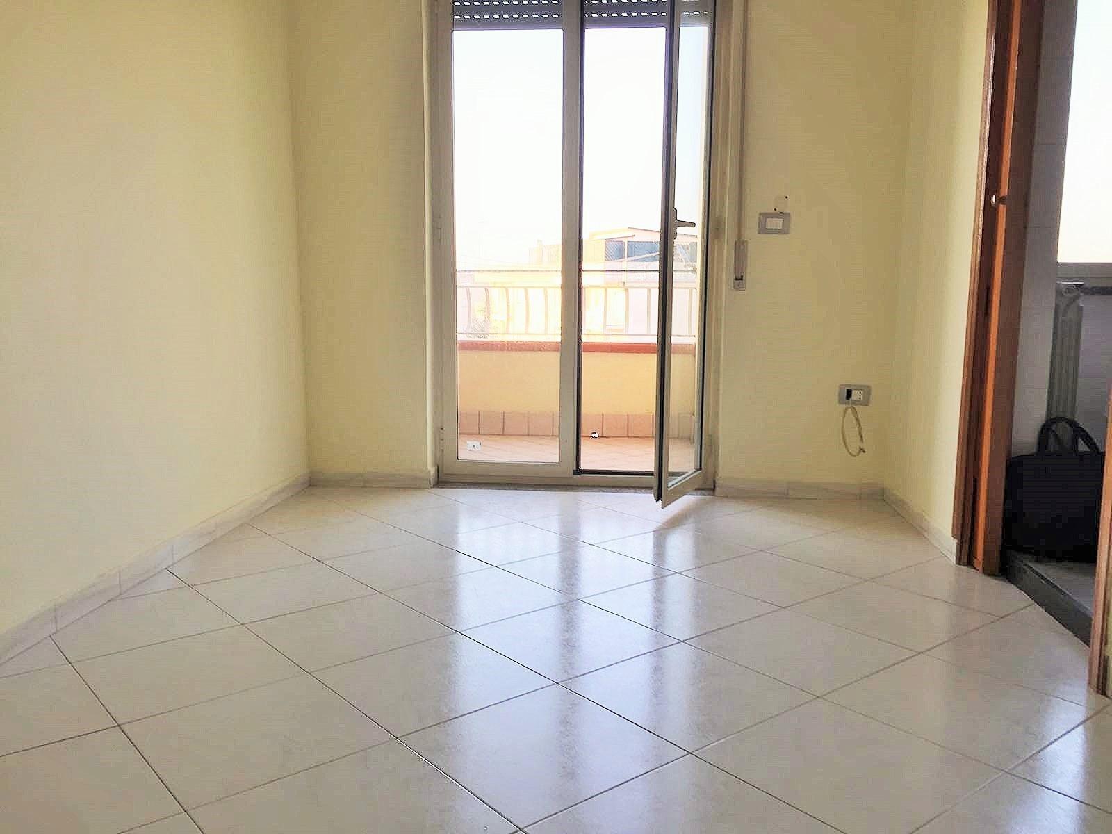 Appartamento monolocale in affitto marano di napoli for Monolocale arredato quarto napoli