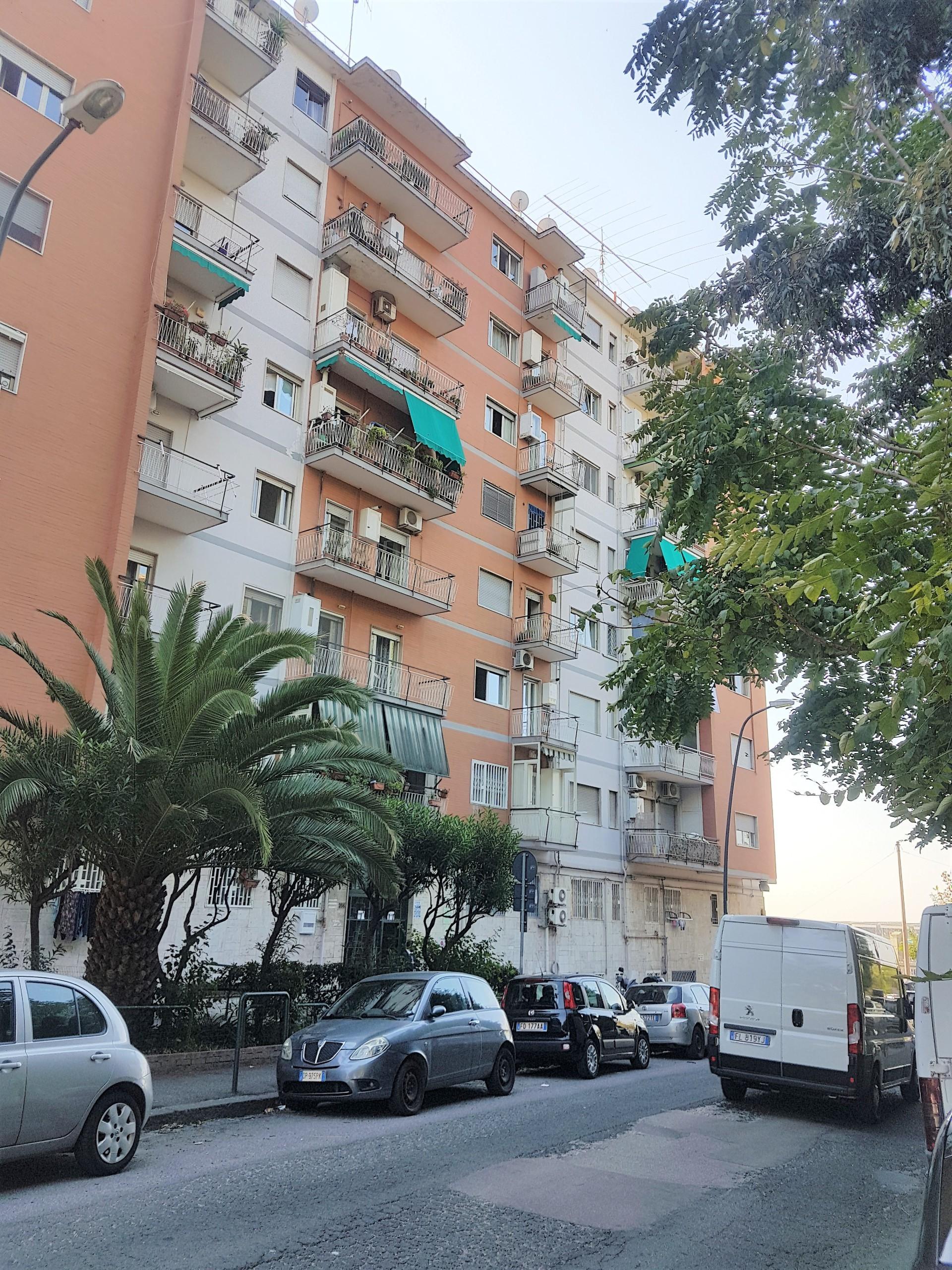 Appartamento trilocale in vendita napoli fuorigrotta for Case in vendita napoli