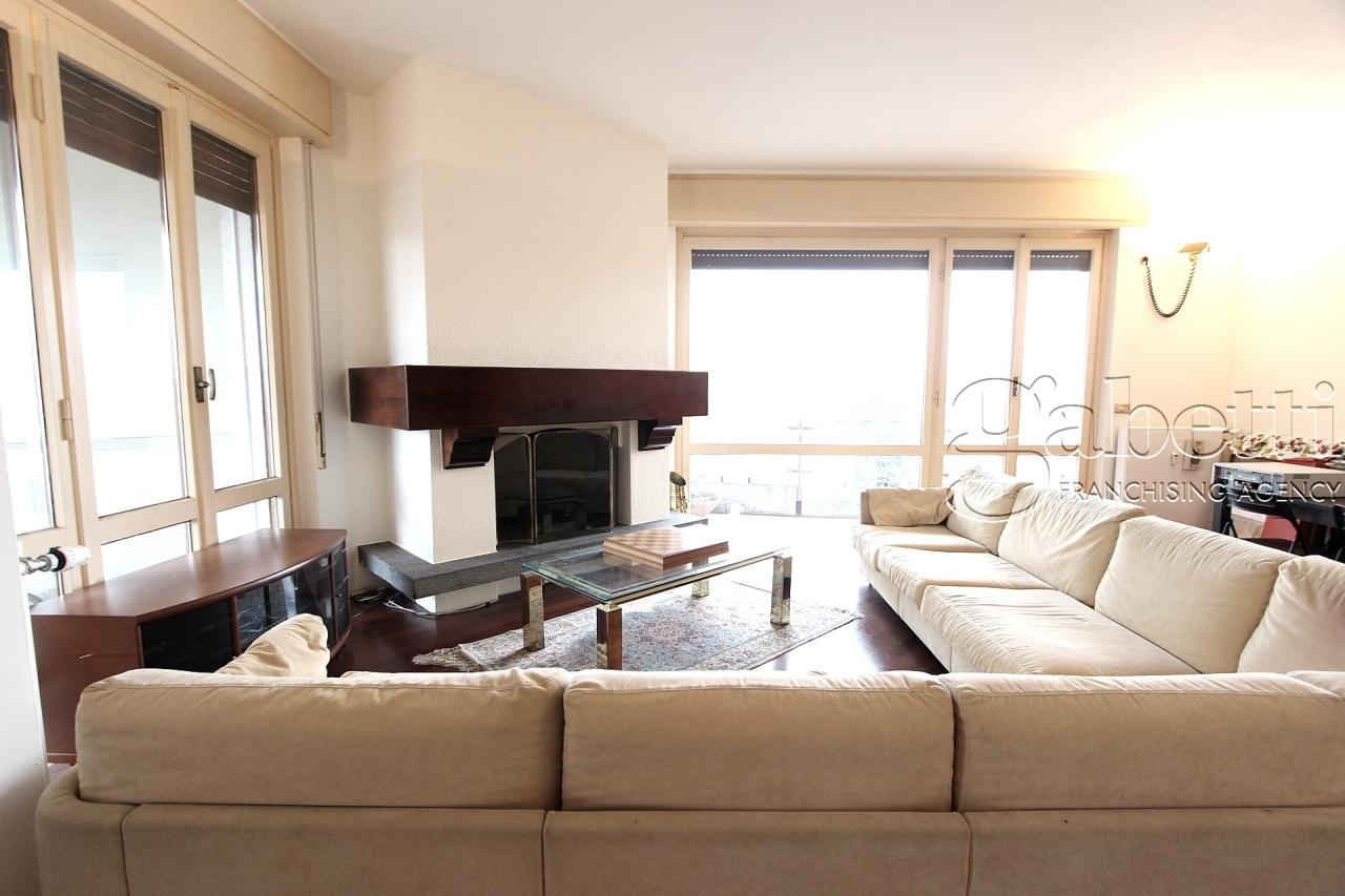 Appartamento da ristrutturare in vendita Rif. 5696097