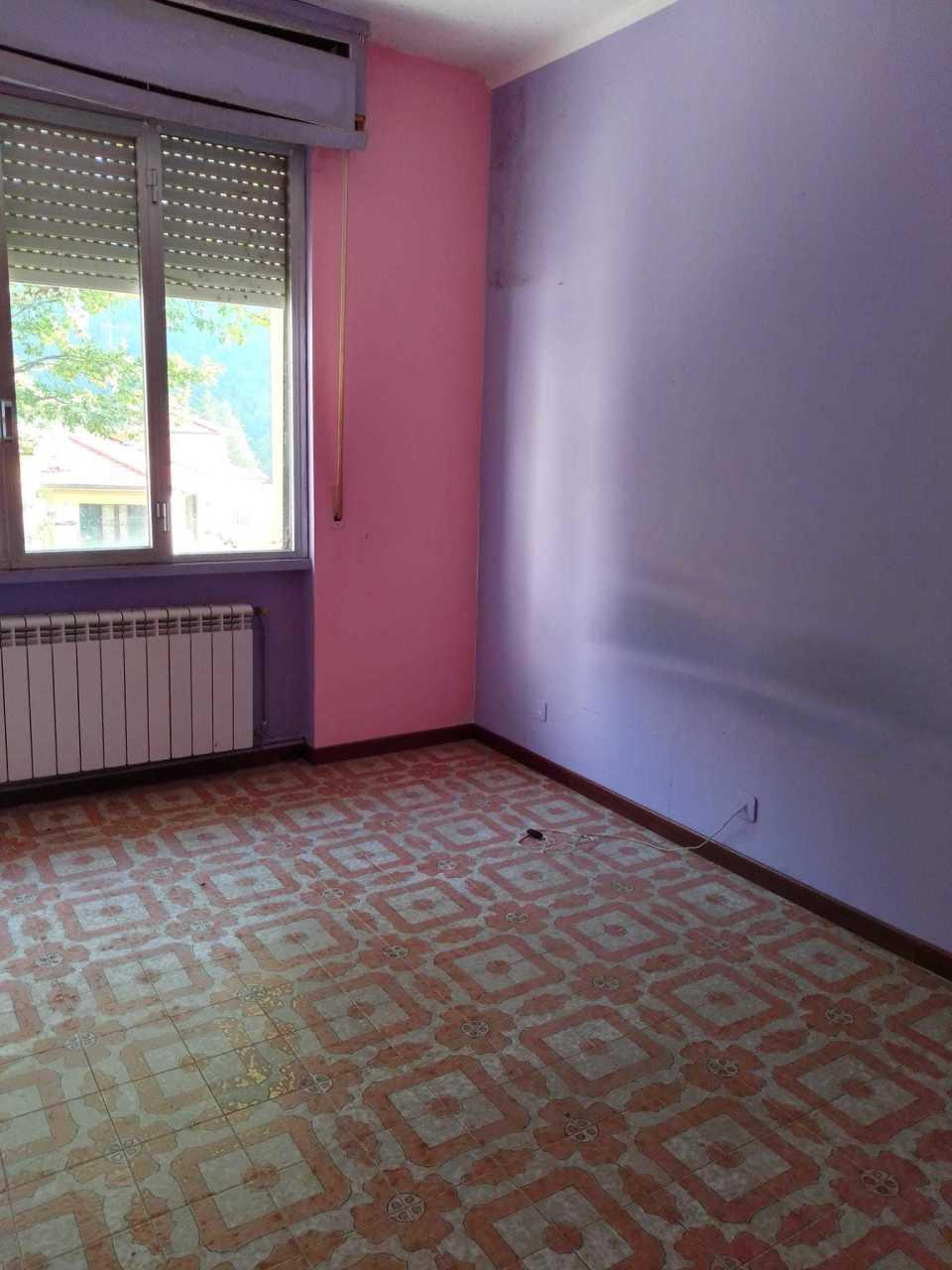 Appartamento in discrete condizioni in vendita Rif. 11487189