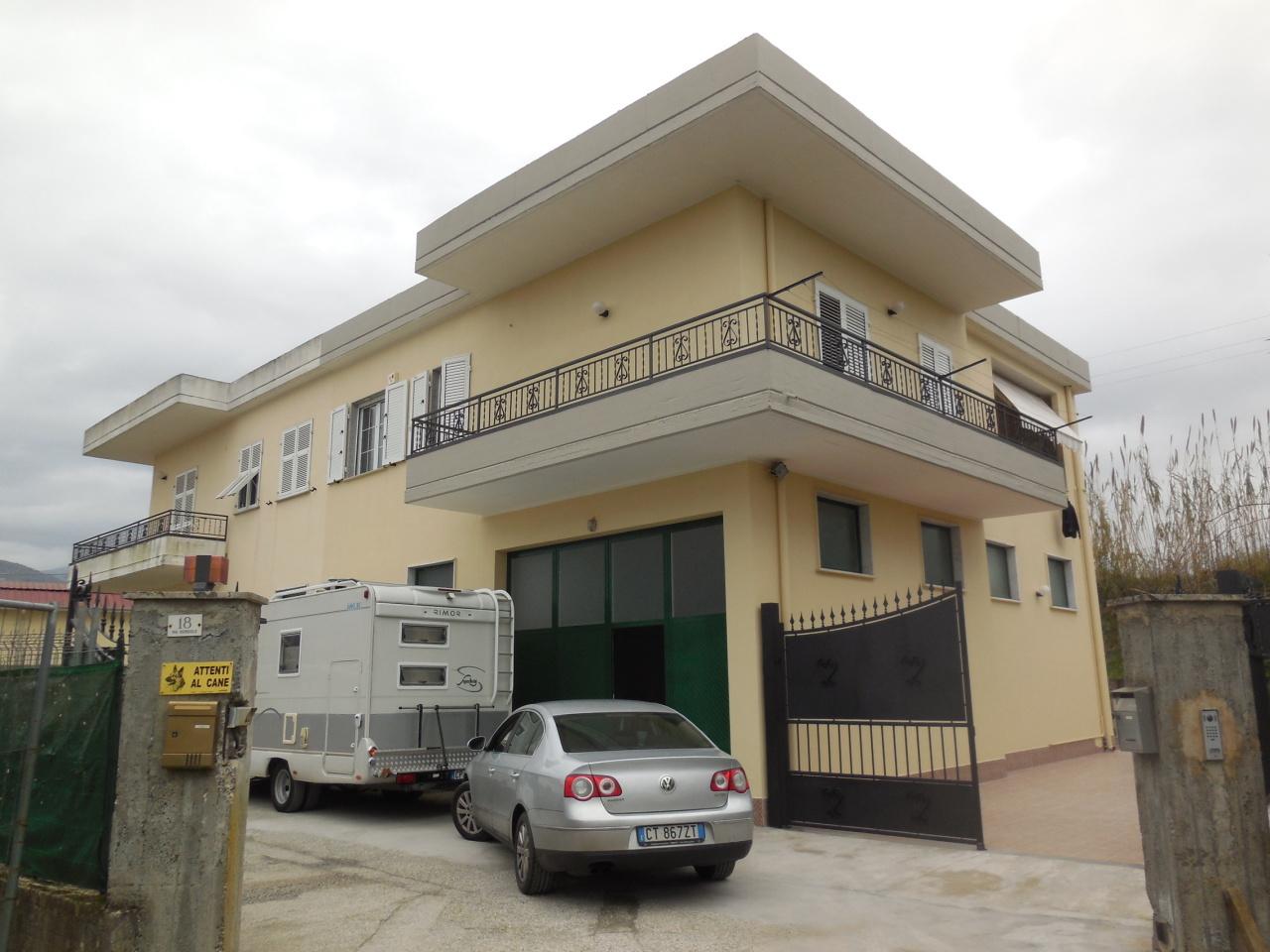 Appartamento in buone condizioni in vendita Rif. 9116409