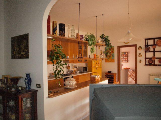 Appartamento in buone condizioni in vendita Rif. 9116408