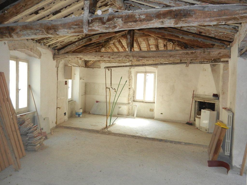 Rustico / Casale in discrete condizioni in vendita Rif. 4156287
