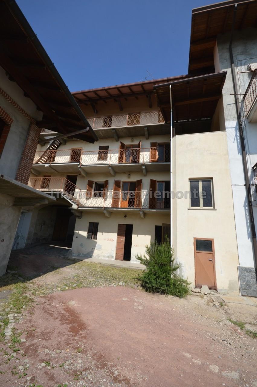 Porzione di casa da ristrutturare in vendita Rif. 10695003