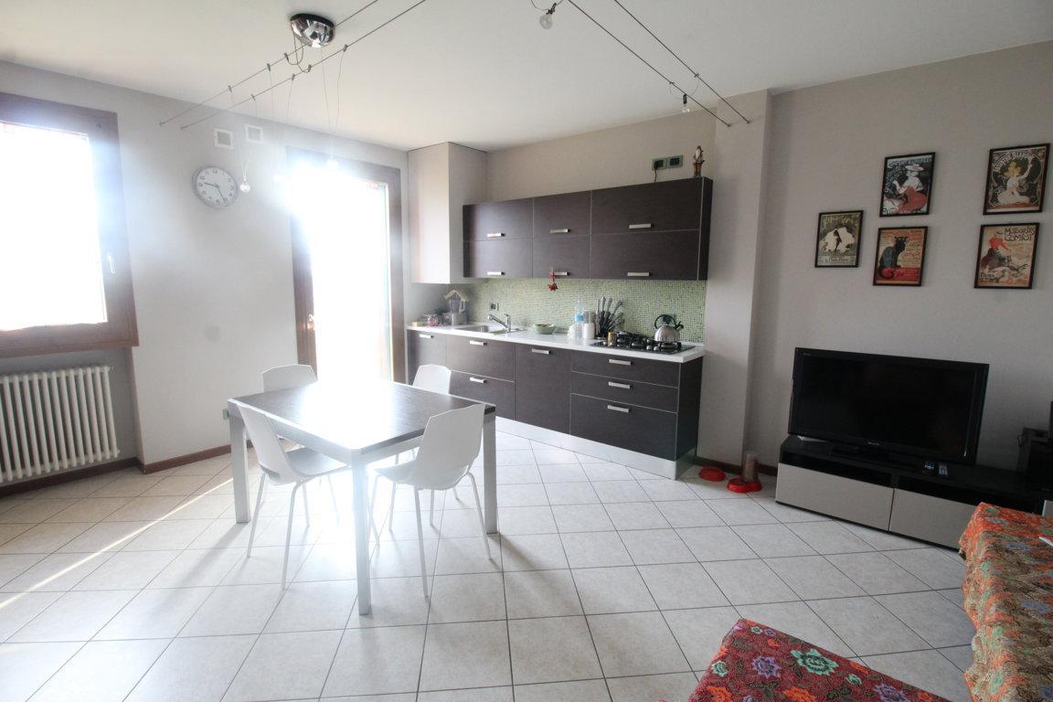 Appartamento in ottime condizioni in vendita Rif. 5463254