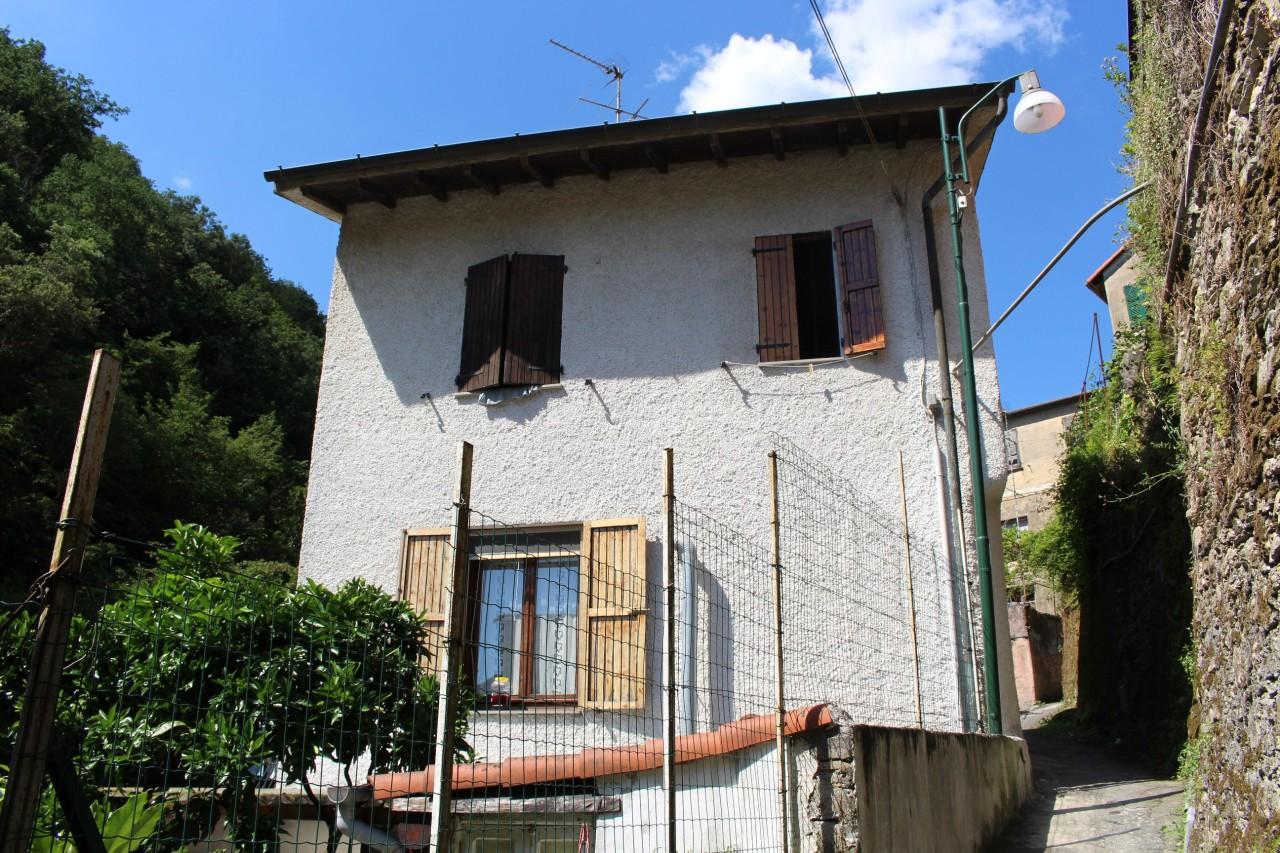 Soluzione Indipendente in vendita a Sori, 7 locali, prezzo € 189.000 | CambioCasa.it