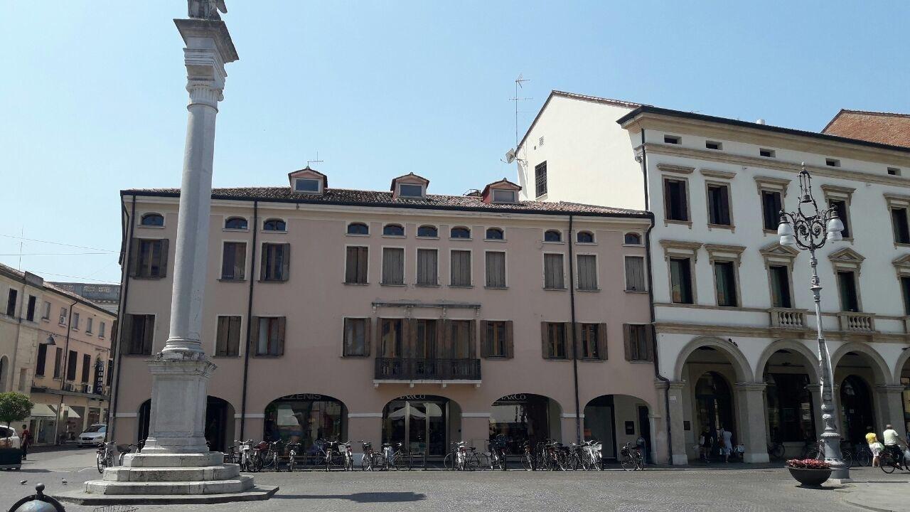 Locale commerciale - 1 Vetrina a Rovigo Rif. 8463474