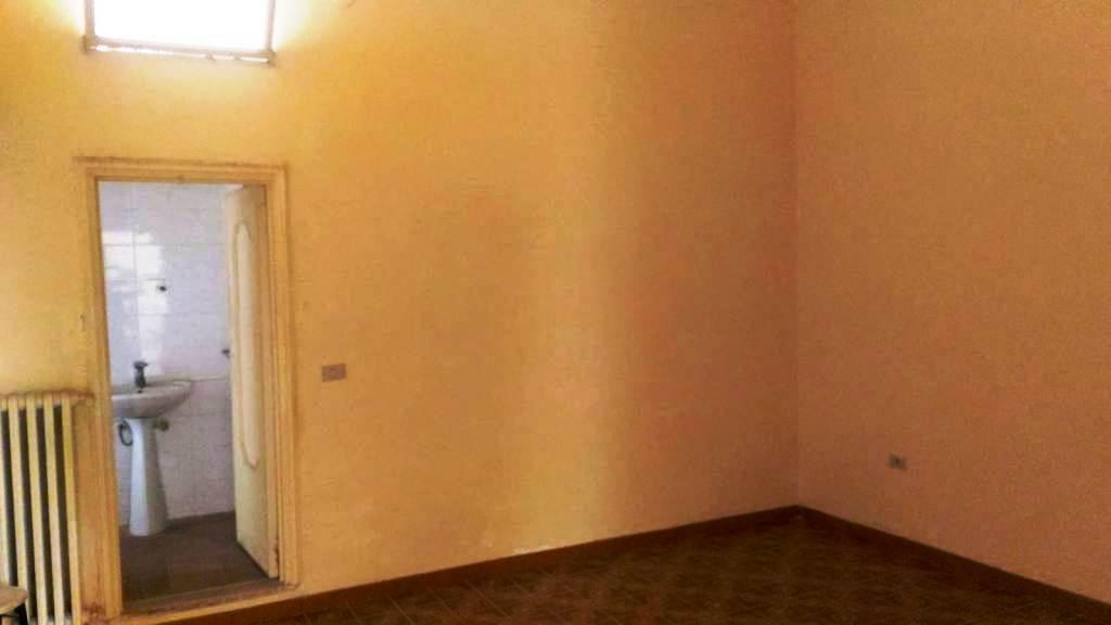 Appartamento in discrete condizioni in vendita Rif. 10589632