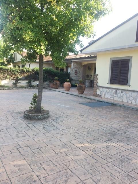 Soluzione Indipendente in vendita a Palestrina, 7 locali, prezzo € 330.000 | CambioCasa.it