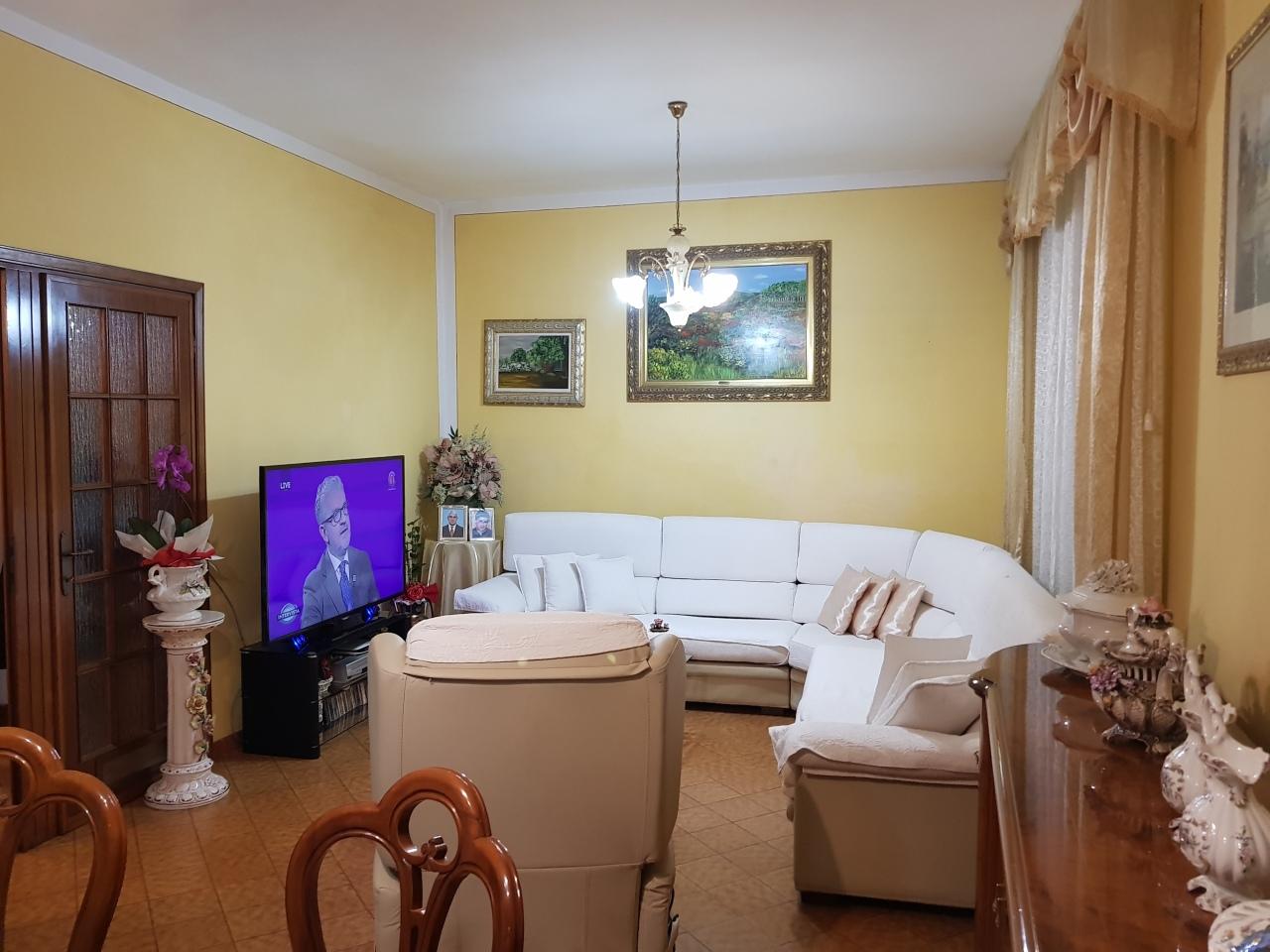 Appartamento in buone condizioni in vendita Rif. 9794505