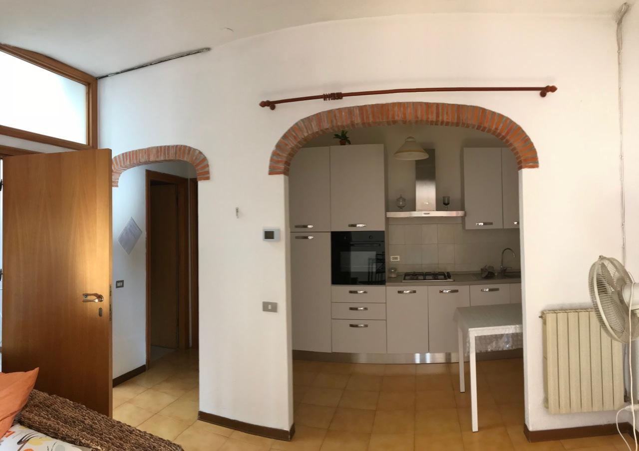 Appartamento in buone condizioni arredato in affitto Rif. 8971607