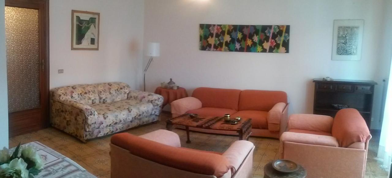 Appartamento in buone condizioni arredato in affitto Rif. 10100773