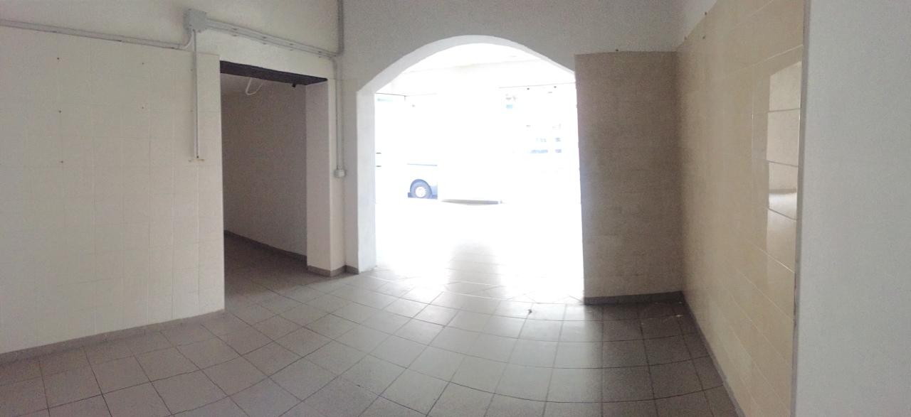 Locale commerciale - 2 Vetrine a Avenza, Carrara Rif. 4158547