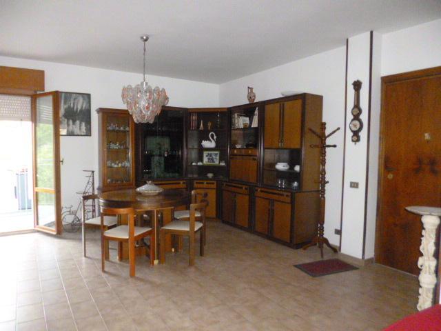 Appartamento in vendita a Monte San Vito, 4 locali, prezzo € 200.000 | CambioCasa.it