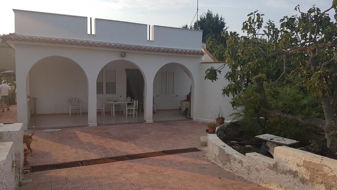 Villa in buone condizioni in vendita Rif. 7565602