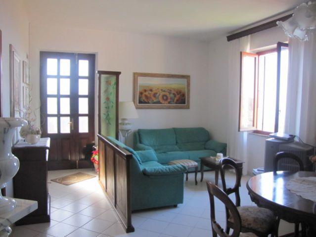 Appartamento in affitto a Castelnuovo Magra, 4 locali, prezzo € 400 | PortaleAgenzieImmobiliari.it