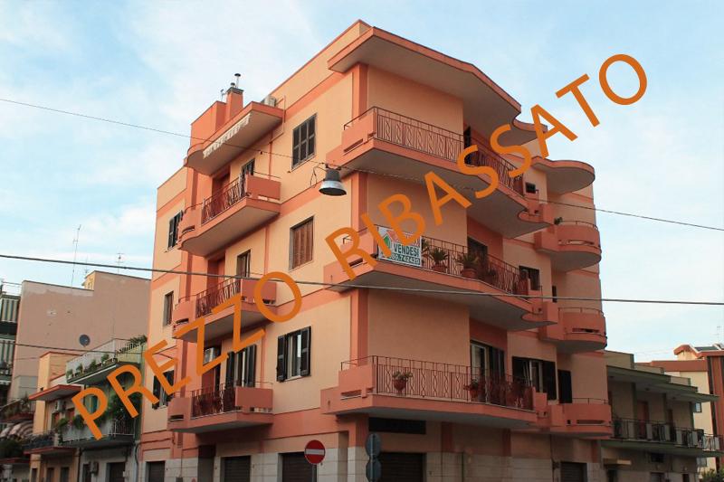 Appartamento in discrete condizioni in vendita Rif. 9239992
