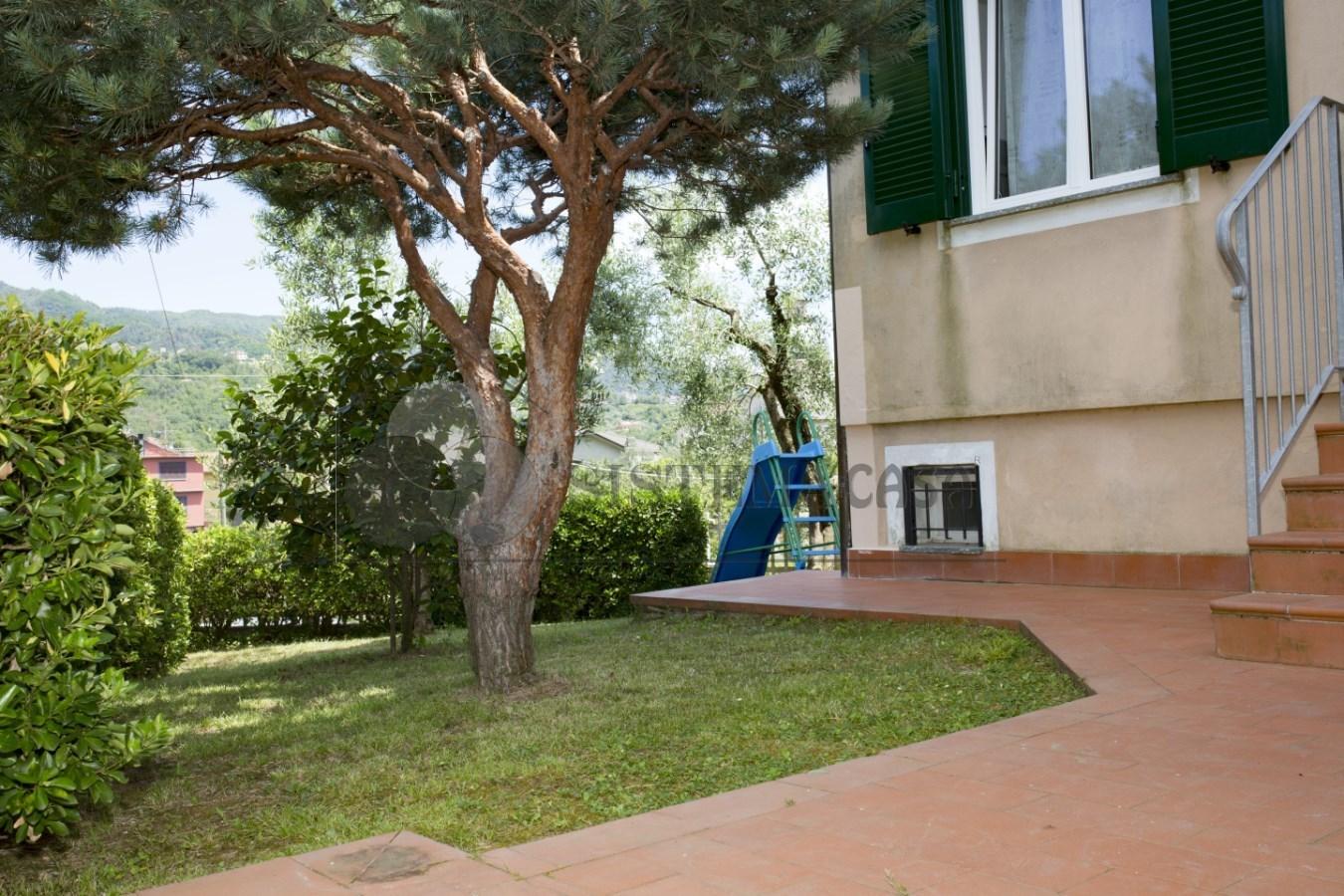 Vendita Semindipendente Villa a schiera a Follo, Piana Battolla (SP) - F231
