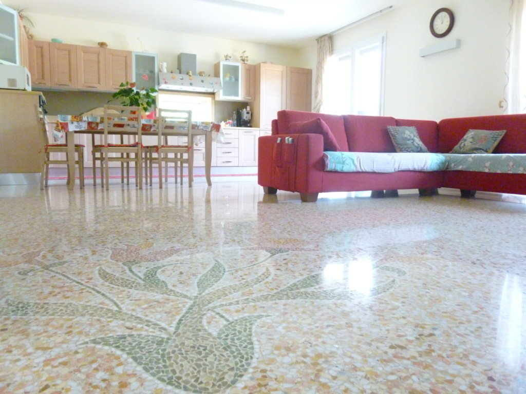 Appartamento in ottime condizioni in vendita Rif. 5733180