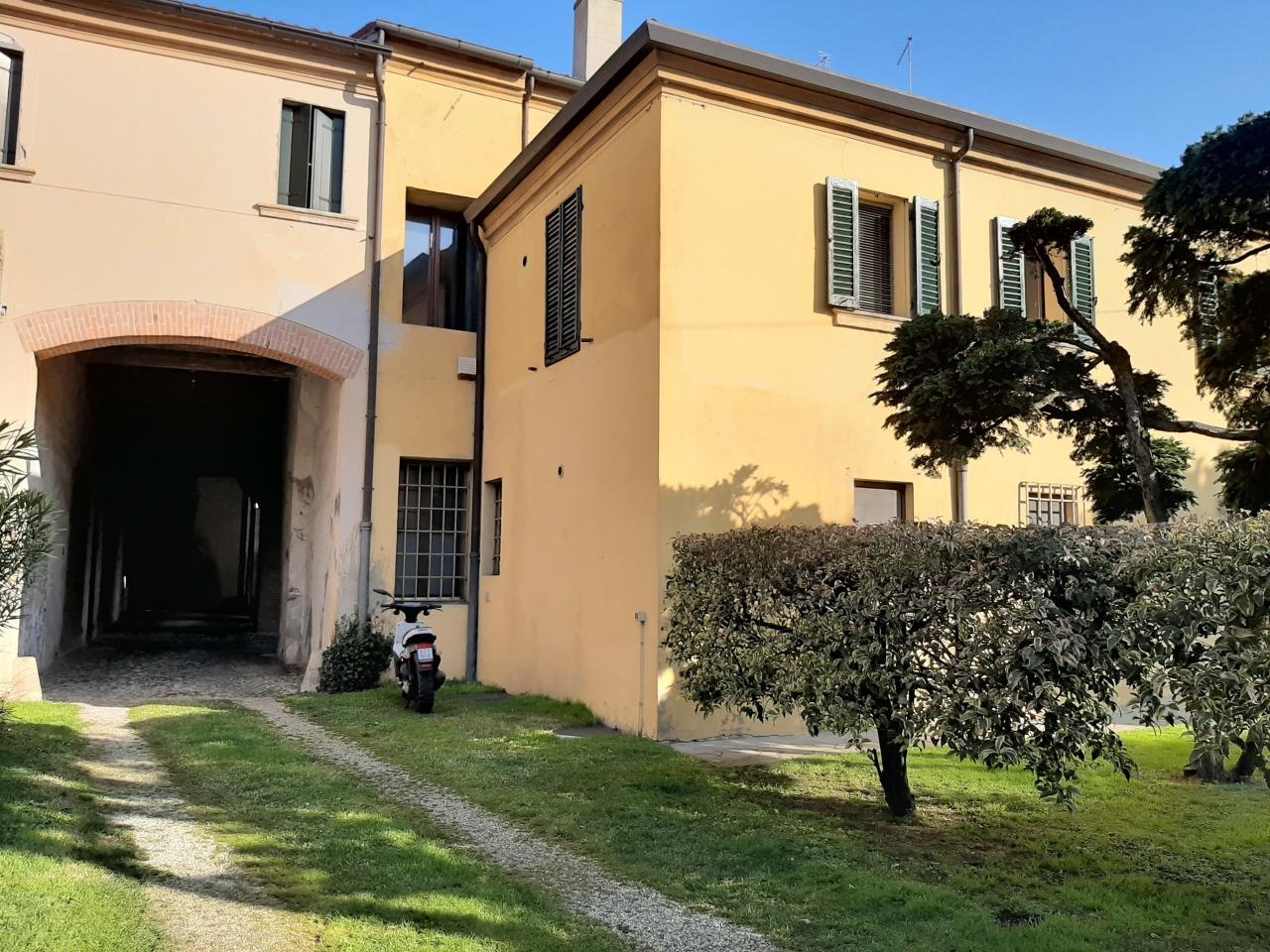 Appartamento in vendita a Lendinara, 5 locali, prezzo € 145.000 | CambioCasa.it