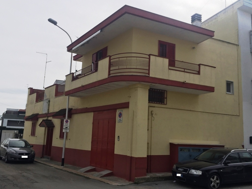 Appartamento da ristrutturare in vendita Rif. 9706855