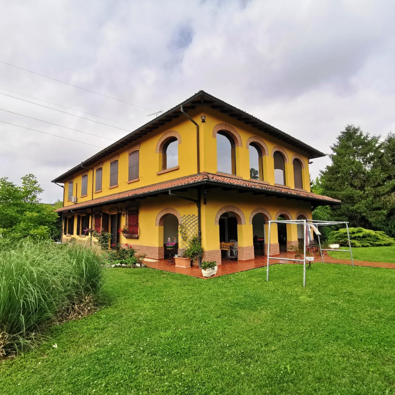 Villa in vendita a Argelato, 9 locali, prezzo € 650.000   CambioCasa.it