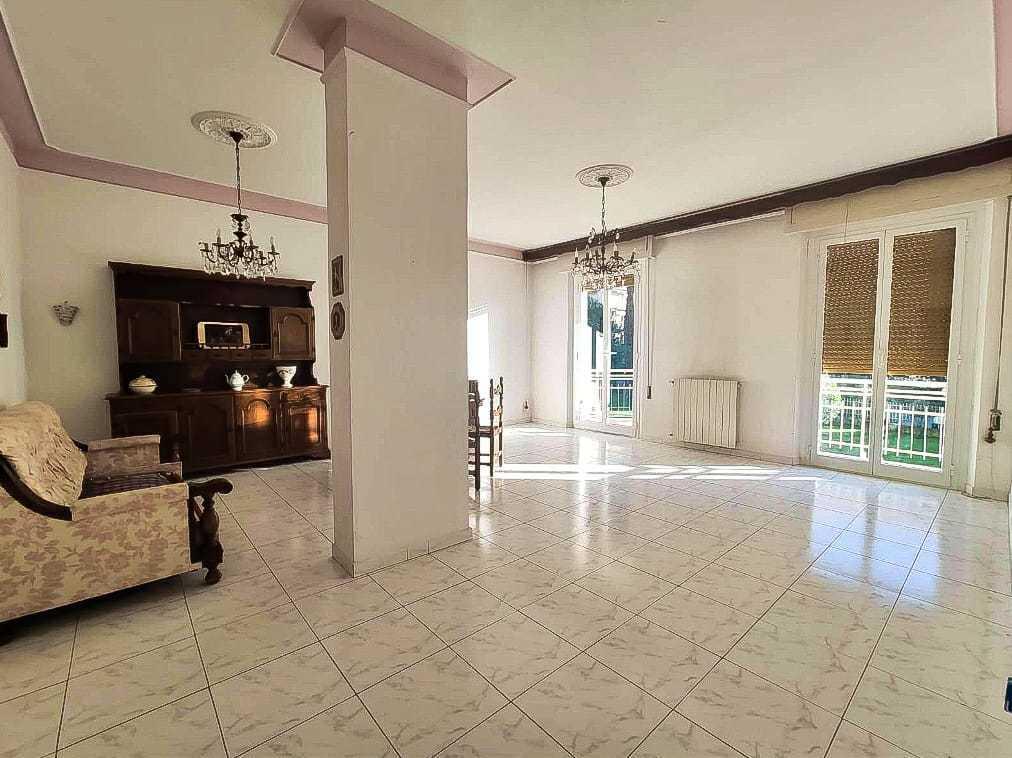 Appartamento in vendita a Sarzana, 5 locali, prezzo € 240.000 | PortaleAgenzieImmobiliari.it