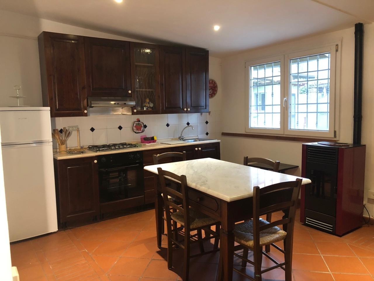 Casa Indipendente in buone condizioni arredato in affitto Rif. 10085257
