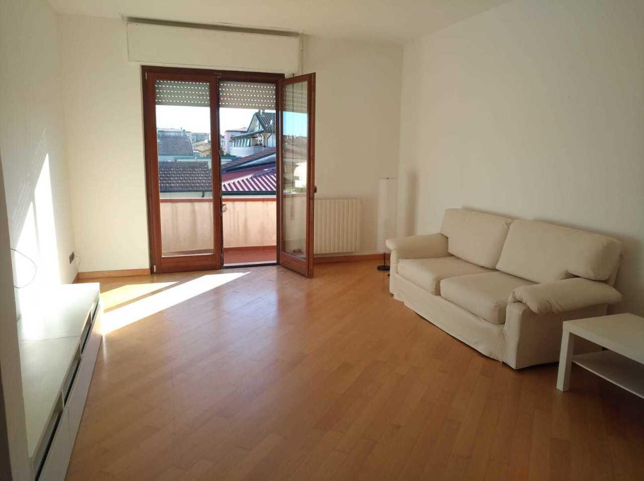 Appartamento in buone condizioni arredato in affitto Rif. 10412653