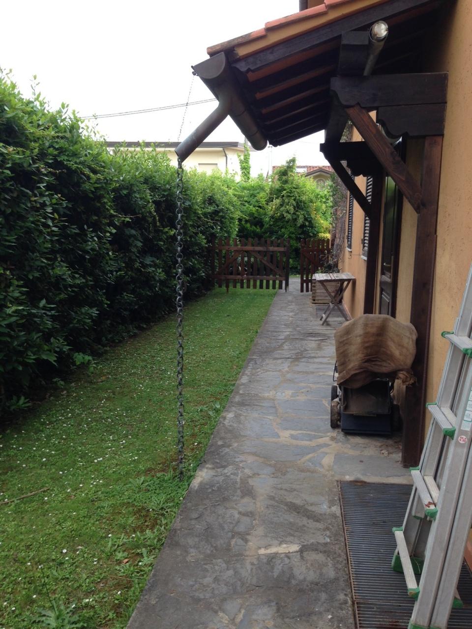 Appartamento in buone condizioni arredato in affitto Rif. 9373712