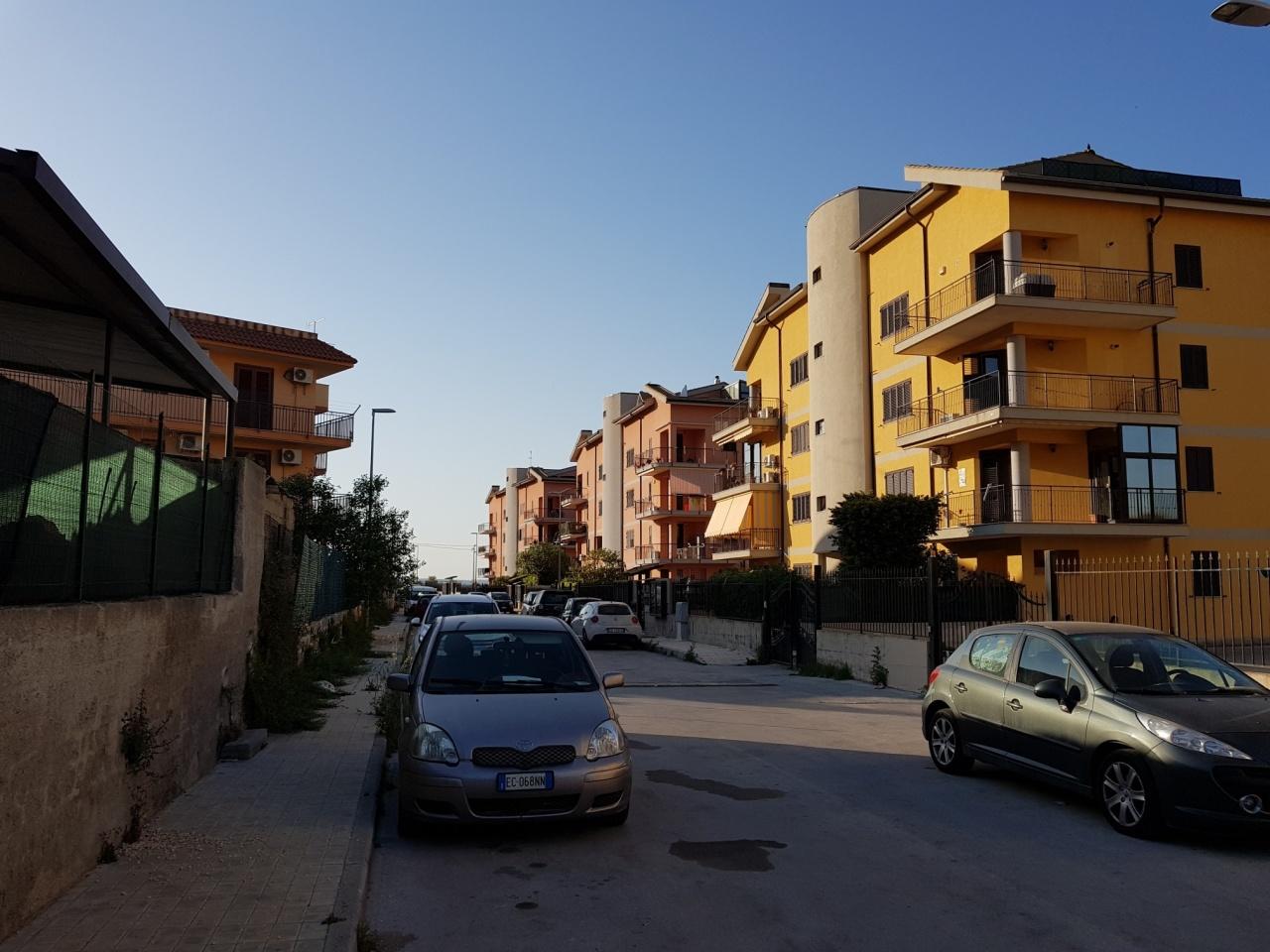 Appartamento in buone condizioni arredato in vendita Rif. 9854483
