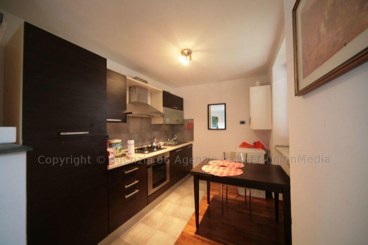 Appartamento in ottime condizioni arredato in vendita Rif. 9373643