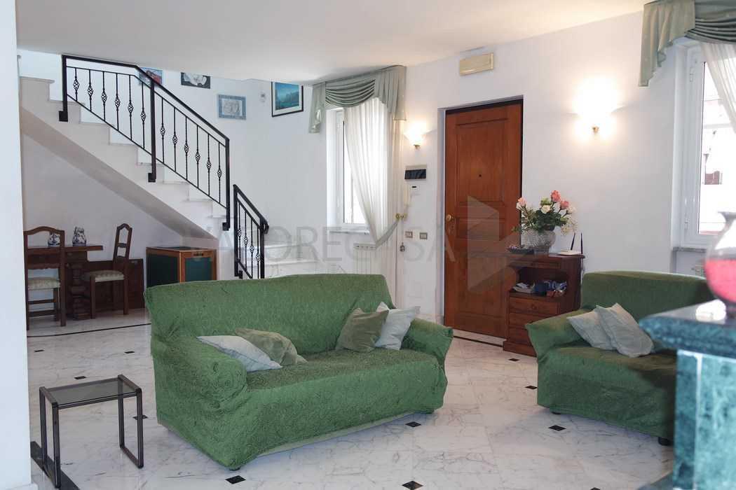 Porzione di casa in buone condizioni in vendita Rif. 10048896