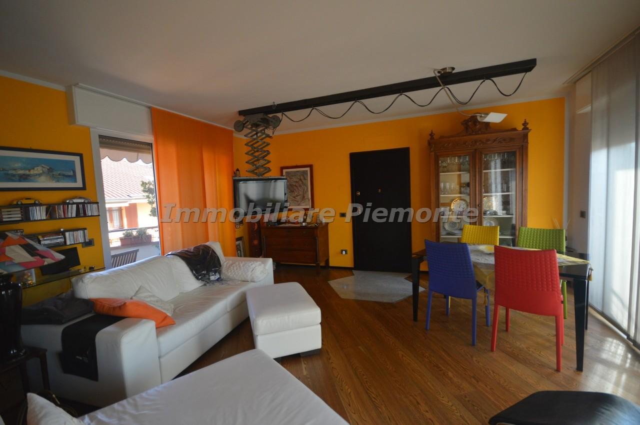 Appartamento in vendita a Borgomanero, 5 locali, prezzo € 245.000 | CambioCasa.it