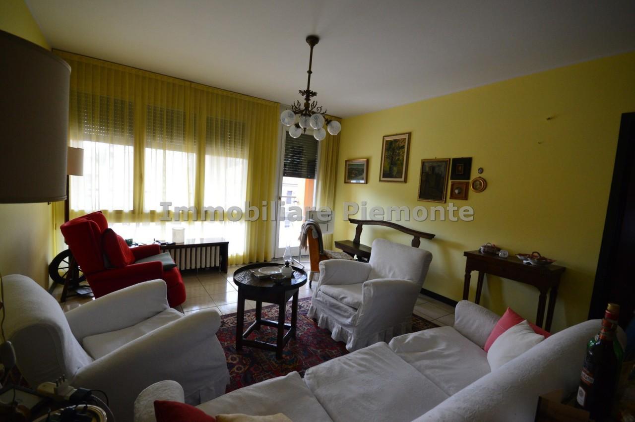 Appartamento in vendita a Borgomanero, 4 locali, prezzo € 250.000 | CambioCasa.it