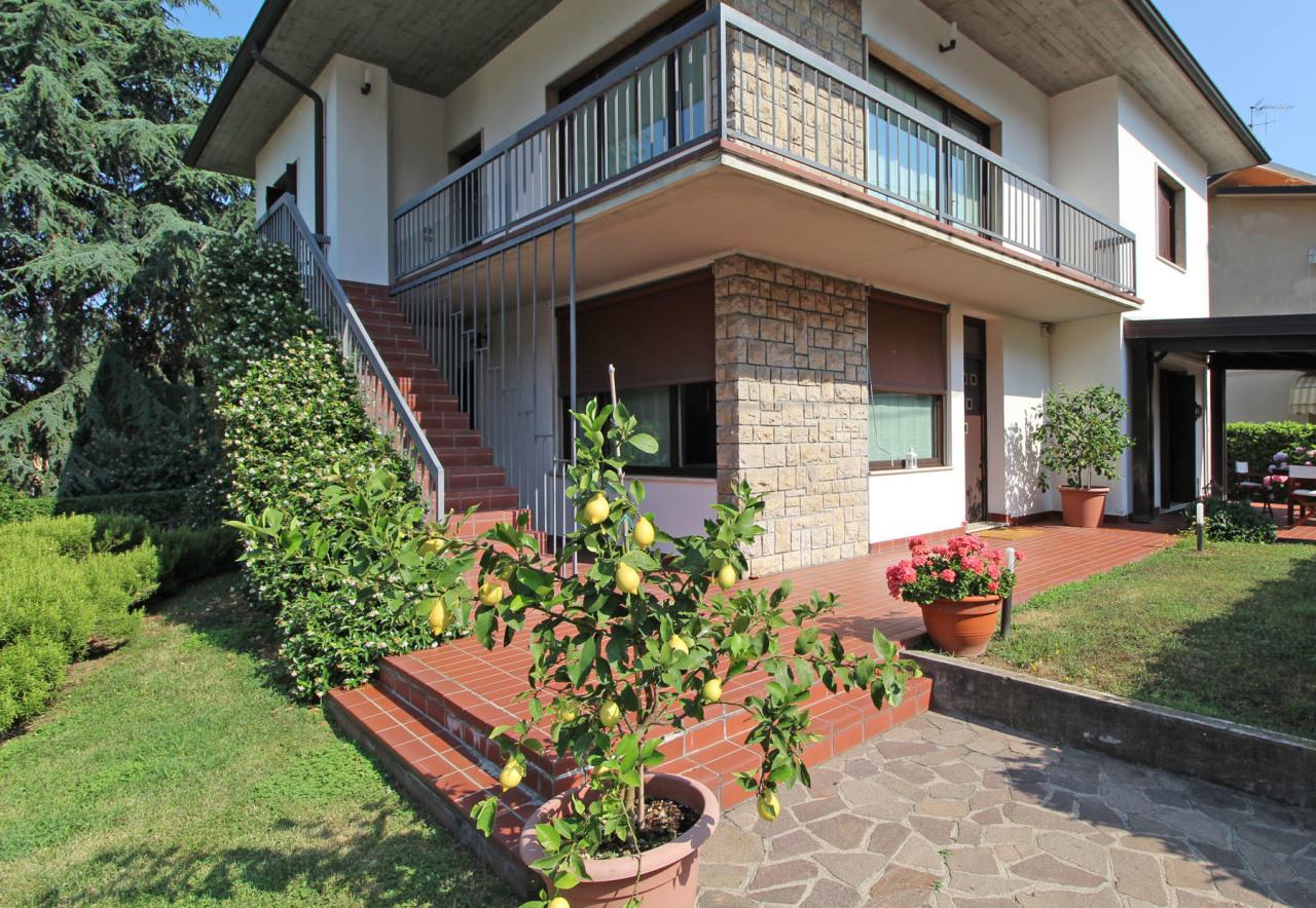 Casa Indipendente in buone condizioni in vendita Rif. 10570697