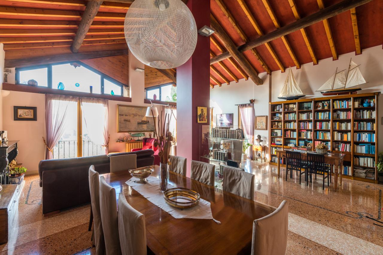 Villa in ottime condizioni in vendita Rif. 12127433