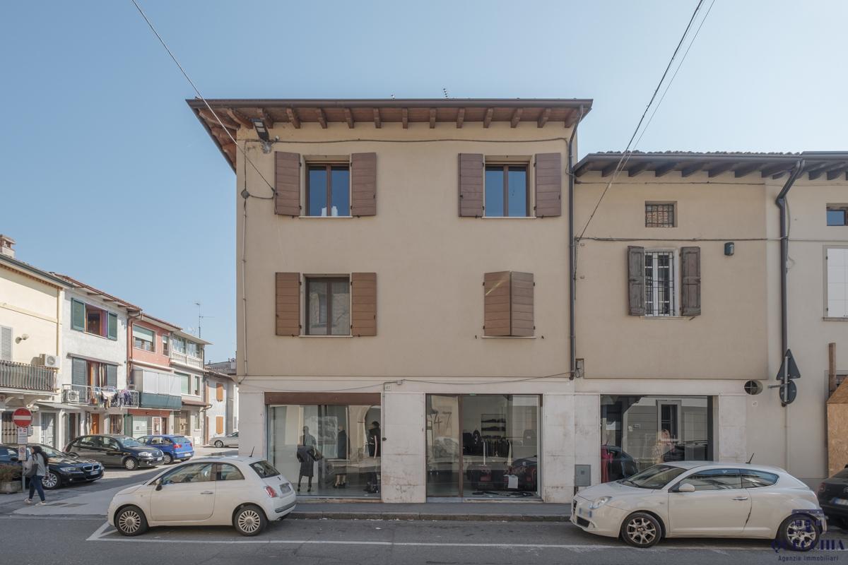 Locale commerciale - 3 Vetrine a Manerbio