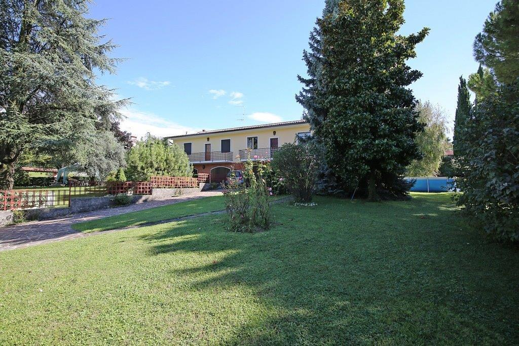 Villetta a schiera in buone condizioni in vendita Rif. 4147435