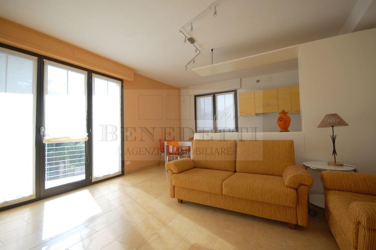 Appartamento in vendita a Pietrasanta, 5 locali, prezzo € 490.000 | PortaleAgenzieImmobiliari.it