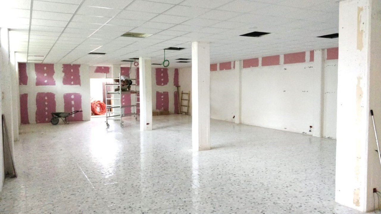 Capannone / Fondo - Commerciale a Castelnuovo Magra