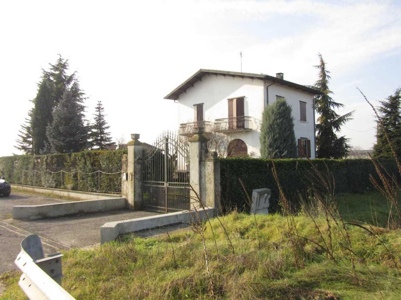 Casa Indipendente in discrete condizioni in vendita Rif. 11840976