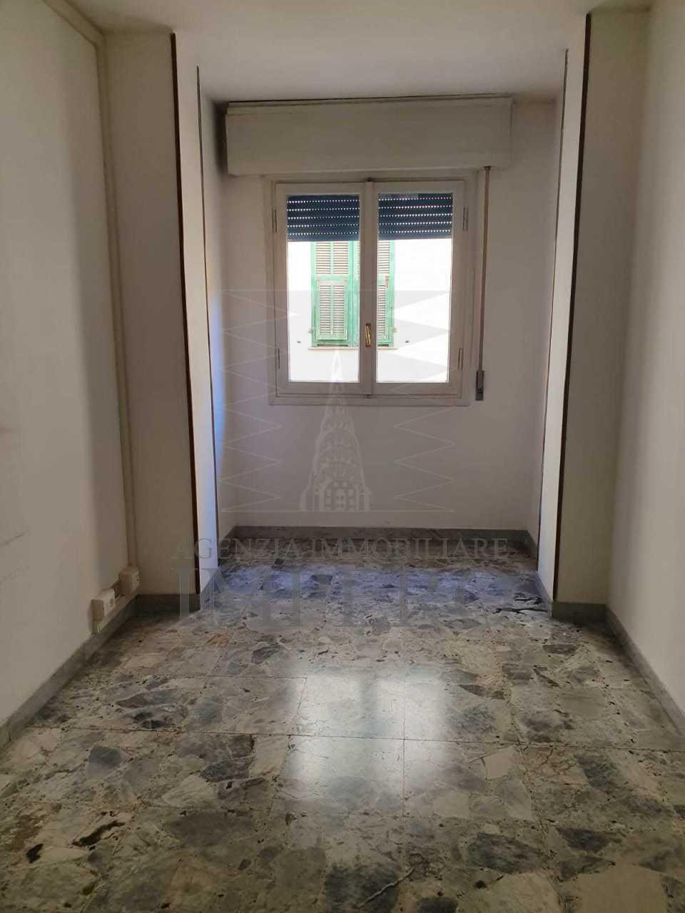Ufficio / Studio in affitto a Ventimiglia, 4 locali, prezzo € 500 | PortaleAgenzieImmobiliari.it