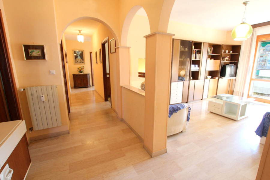 Appartamento in vendita a Taggia, 5 locali, prezzo € 290.000 | PortaleAgenzieImmobiliari.it
